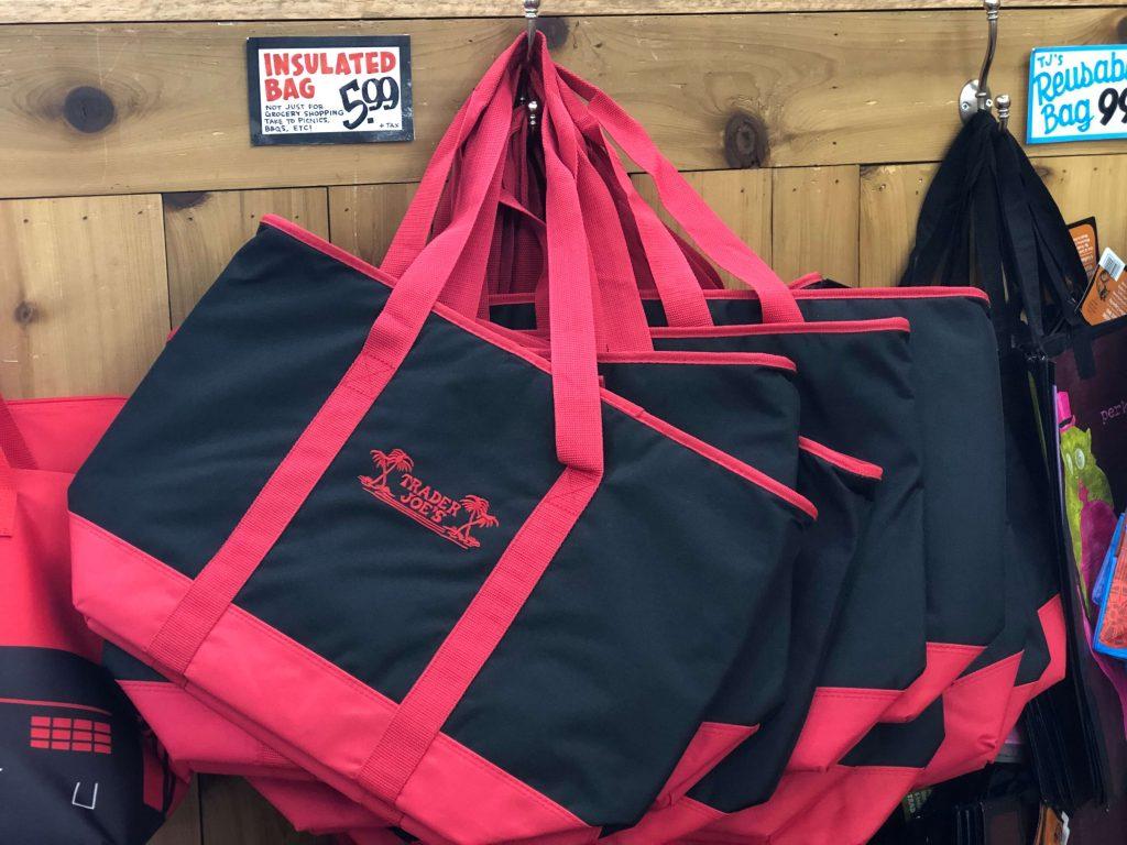 トレーダージョーズの赤黒保冷エコバッグ