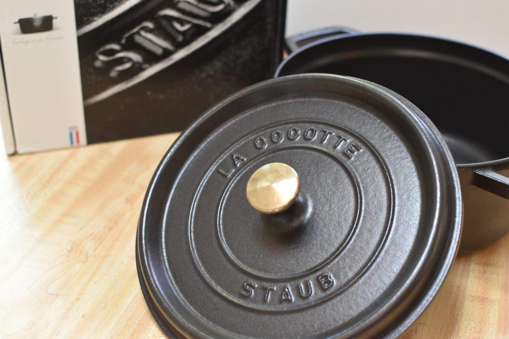 ストウブのピコ・ココット(ラウンド)本体と外箱