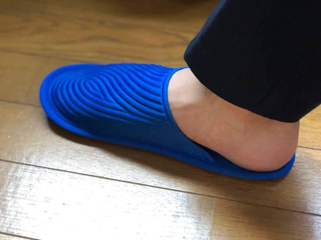 26cmサイズの足でメトリックプロダクツトラベルスリッパを履いてみたときの見た目