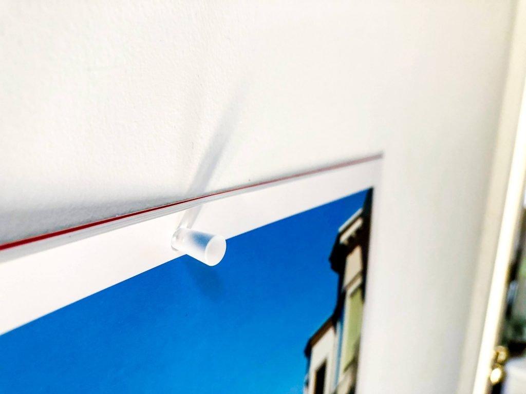無印良品の針が細い画鋲で留められているカレンダー