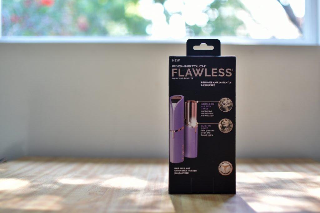 Flawless(フローレス)電動顔うぶ毛剃りシェーバーのパッケージ