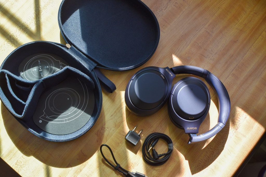 ソニーヘッドホン(WH-1000XM4 )ミッドナイトブルー本体&同梱品