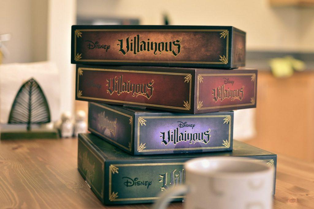 ディズニーヴィランズボードゲーム「ヴィラナス」(Villainous)のベーシックパックに3種類の拡張パックを添えて