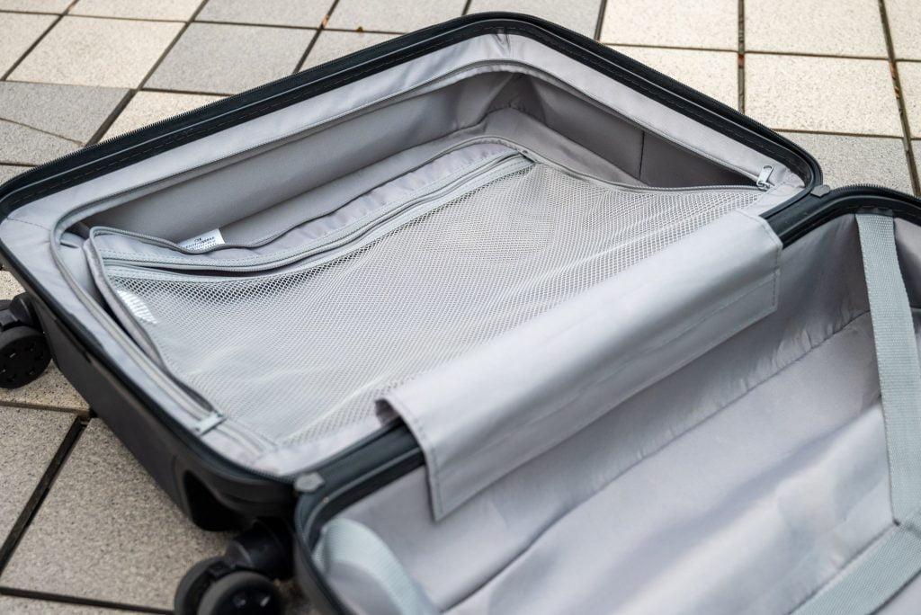 無印良品キャリーバーの高さを自由に調節できるハードキャリーケース35L(現行は36L)の収納スペース