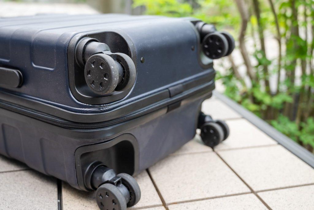 無印良品キャリーバーの高さを自由に調節できるハードキャリーケース35L(現行は36L)の静音二輪キャスター